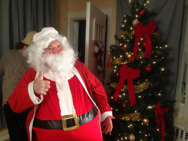 Gary Ray as Santa_dad on Visa set